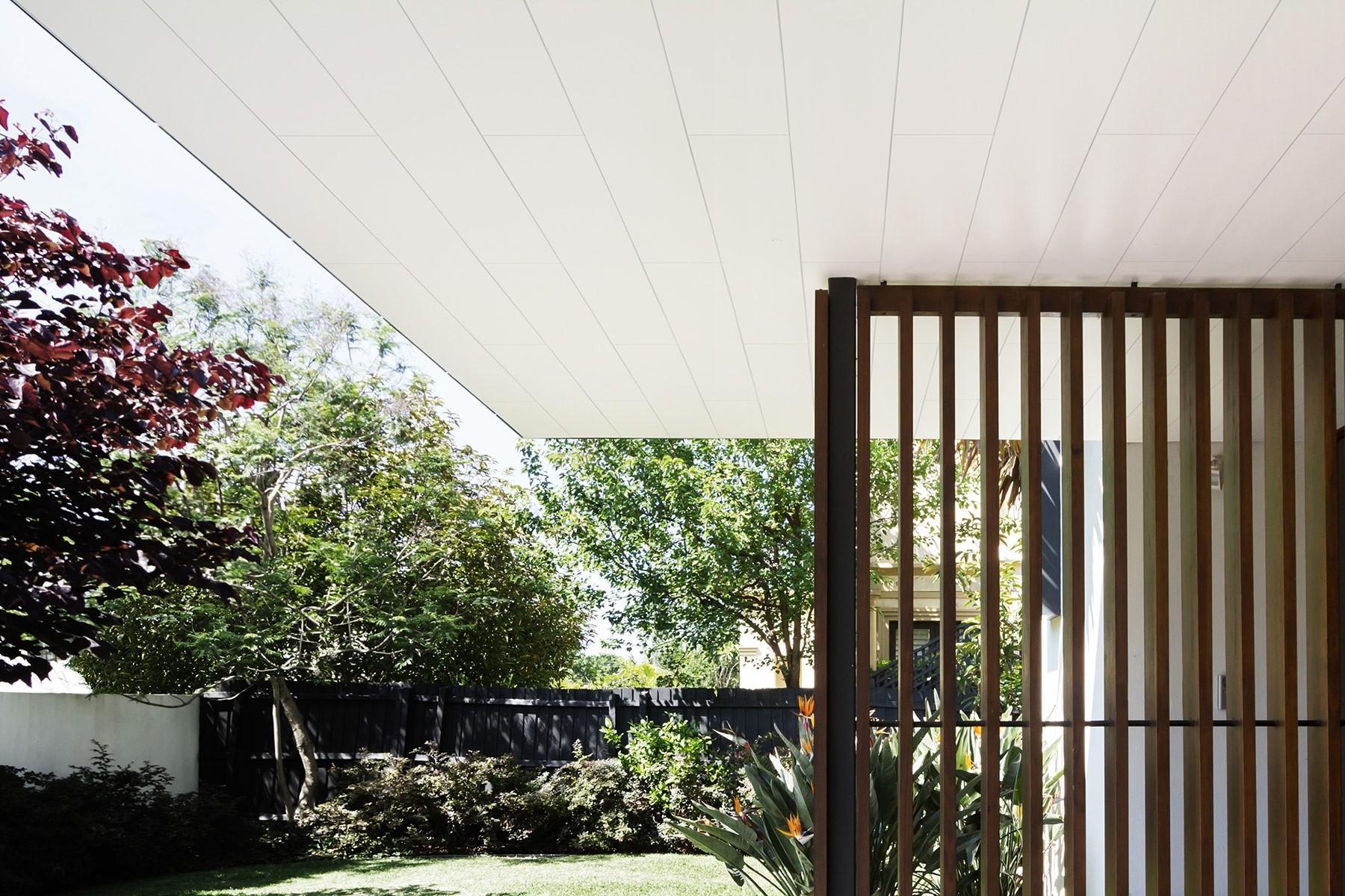 lambris pvc blanc laqu longueur 1 20 m. Black Bedroom Furniture Sets. Home Design Ideas