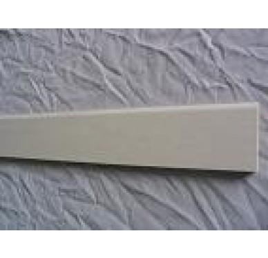 Plinthe revêtue décor blanc cérusé